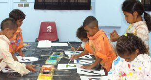 Cherbourg children creating artwork for Budburra's Alphabet