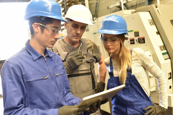 Photo of SURVEY: It turns out youth are happier in apprenticeships & traineeships